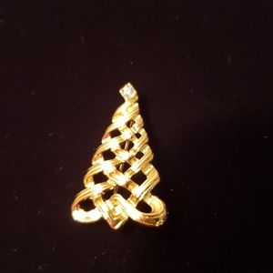 Avon gold Christmas tree brooch
